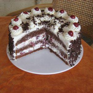 Bei den Gästen im Hofcafe stehen selbstgebackene Kuchen hoch im Kurs.