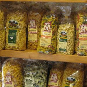 Nudeln aus regionaler Herstellung: Je größer das Sortiment im Hofladen umso mehr Kundenwünsche können erfüllt werden.