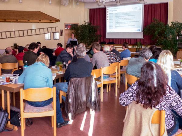 """Veranstaltung """"Legenhennenfütterung mit heimischen Eiweißfuttermitteln"""" am 1.11.2016"""