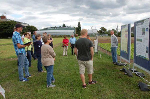 Norbert Mayer, HSGM, erläutert die Feldversuche zur Modellbildung für eine Bewässerungs-App