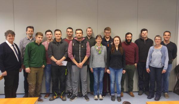 Die Siegerteams, Richterinnen und Richter mit Peter Gheorgean (links) vom RBV Starkenburg.
