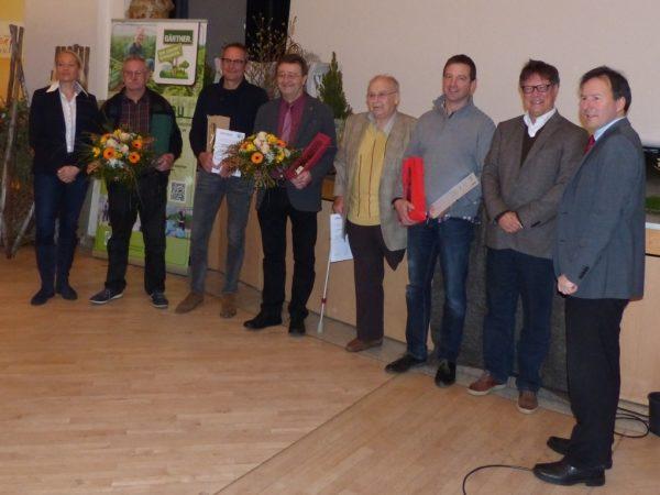 Ehrungen für den LLH-Gemüsebauberater Ulrich Groos für seine langjährige Tätigkeit als Organisator des Hessischen Gemüsebautages und der ausgeschiedenen Vorstandmitgliedern der Fachgruppe Gemüsebau