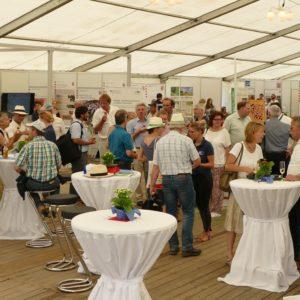 Zahlreiche Besucher informierten sich im LLH-Zelt