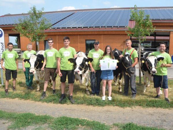 Hunderttausend-Liter-Kühe Danny und Nenni