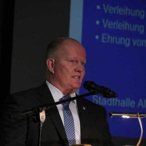 HBV-Präsident Karsten Schmal dankte in seinem Grußwort auch den Ausbildungsbetrieben.