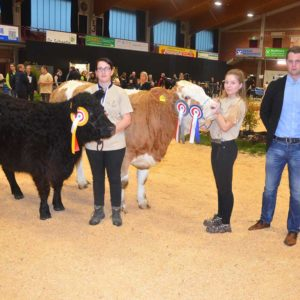 Der Siegertitel bei den Fleischrinder-Jungzüchtern ging an Anna Bock, Ottrau, Reservesiegerin wurde Johanna Eisert, Frankfurt, ausgezeichnet durch den Richter Jannik Kastens.