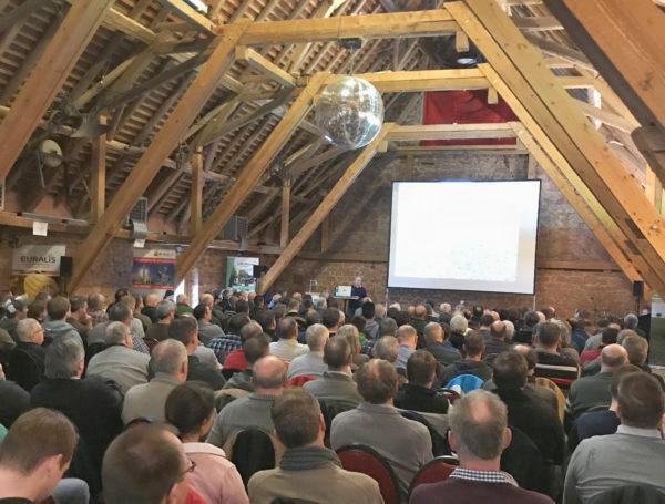 Bei der diesjährigen Ackerbau Fachtagung im Main-Kinzig Kreis, informierten sich rund 250 Bauern über Möglichkeiten des Resistenz Management und der mechanischen Unkrautbekämpfung.