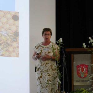 Frau Martina Meixner stellte das Smart Bees Projekt vor. Es unterstützt die Züchtung von regional angepassten Honigbienen.