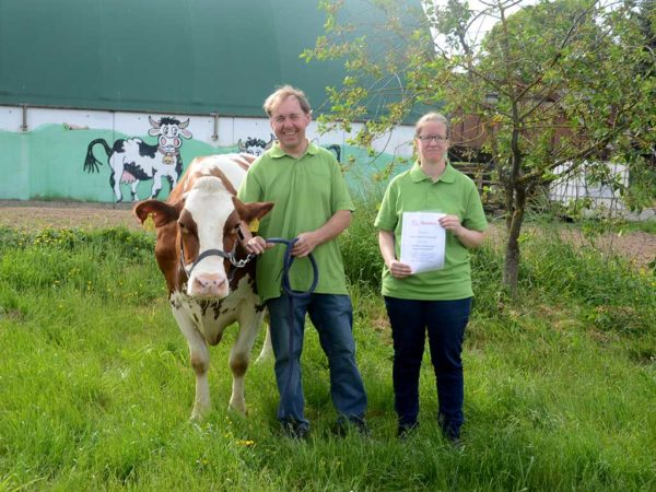 Familie Siegmann mit 100000-Liter-Kuh Blissa