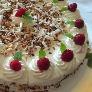 Bei den Gästen im Hofcafe stehen selbstgebackenen Kuchen hoch im Kurs.