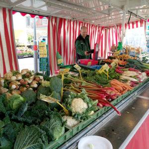 Frisches, regionales Obst und Gemüse kommt beim Verbraucher gut an - z.B. auf dem Wochenmarkt.