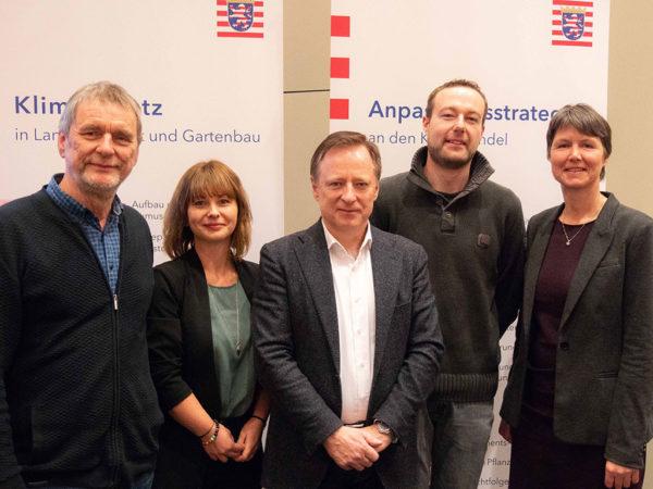Von links: Hans-Jürgen Müller, Lisa Fröhlich, Prof. Kurt-Jürgen Hülsbergen, Marcel Phieler und Dr. Ute Williges